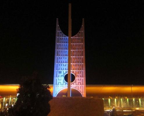 اجرای نورپردازی المان میدان راه آهن مشهد
