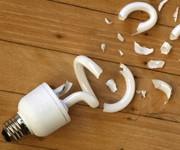 لامپ کم مصرف (فلورسنت فشرده یا CFL) شکسته