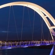 نورپردازی پل بی کران (infinity bridge) با رنگ های سفید و آبی