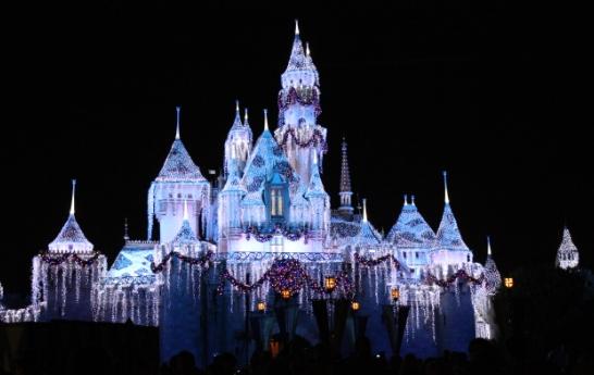 نورپردازی ساختمان بین المللی دیزنی لند DisneyLand