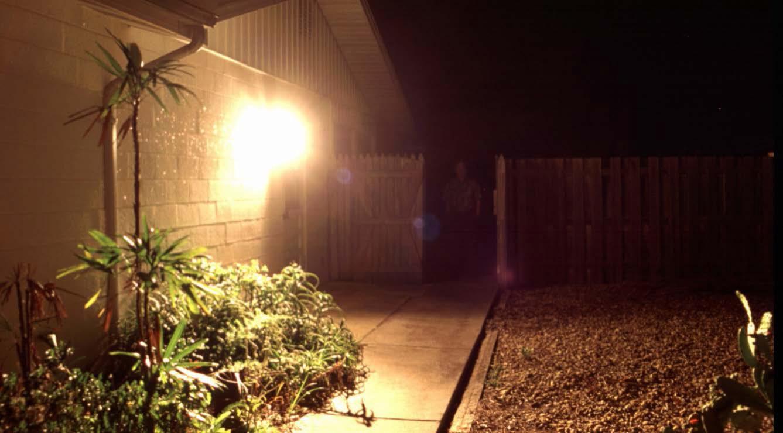 تاثیر منفی روشنایی بدون محافظ بر چشم بیننده