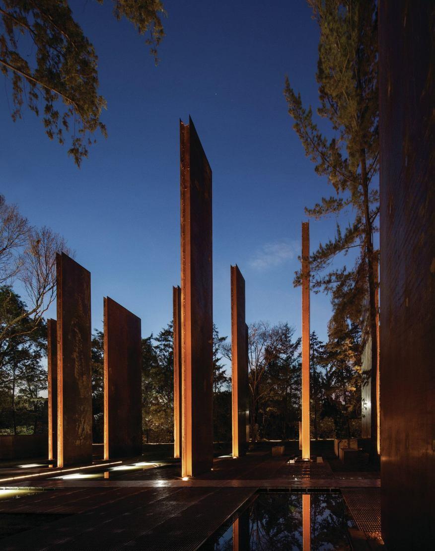 نورپردازی دیوار های عمودی - یادبود قربانیان خشونت در مگزیک
