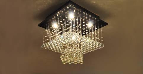 یک نمونه لوستر کریستالی با تابش نور مستقیم