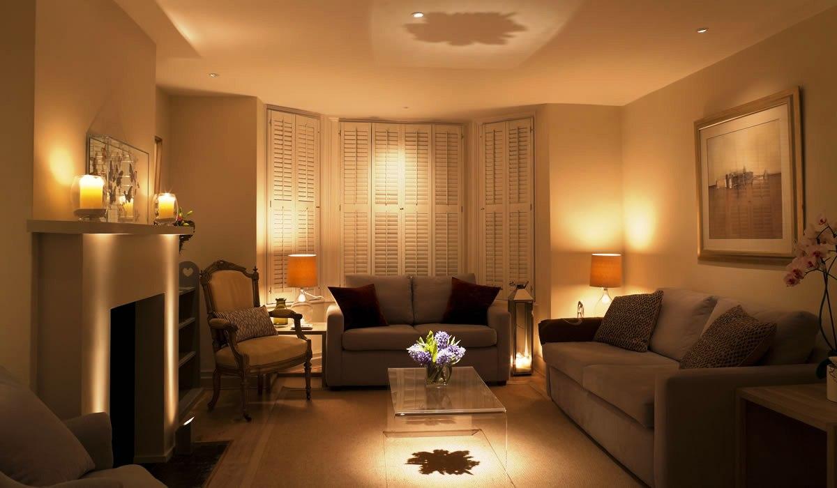 یک نمونه نورپردازی محیط حال با حداقل مصرف انرژی ، البته ذائقه ایرانی نور بیشتری را طلب می کند.