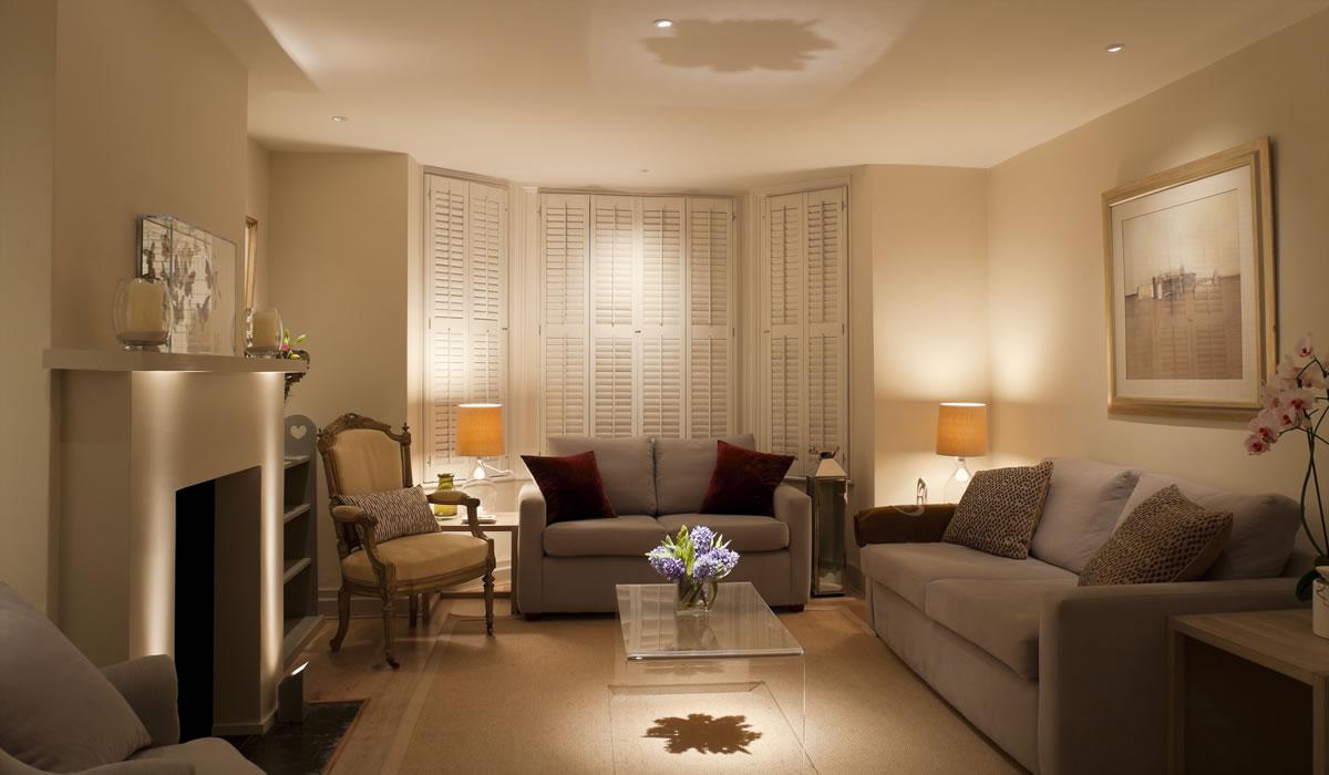 نورپردازی فوق که در آن روشنایی نیز به نورپردازی اضافه شده است.