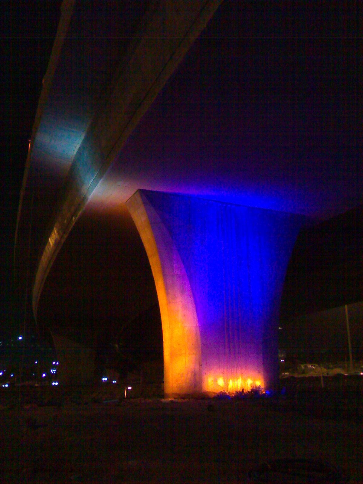نمونه نورپردازی تست اجرا شده بر روی یکی از پایه های میدان جمهور اسلامی