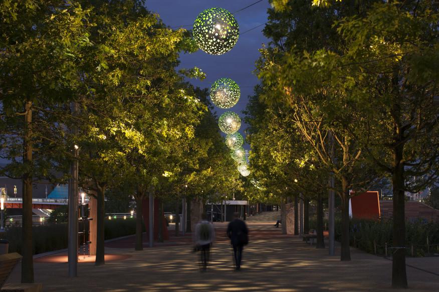 طراحی نورپردازی منتخب پارک المپیک ملکه الیزابت لندن کره های نورپردازی سبز