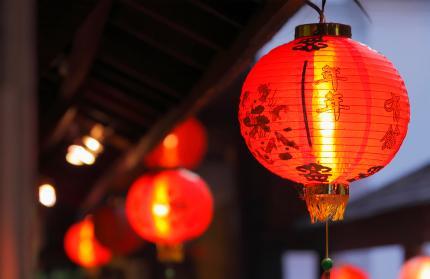 نمونه یک فانوس زیبای کاغذی چینی