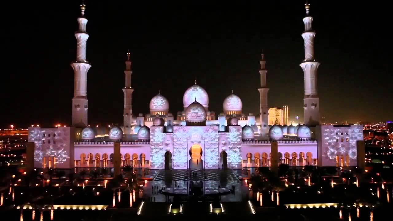 نورپردازی مسجد شیخ زاید که انسان را به یاد داستان های هزار و یک شب می اندازد.