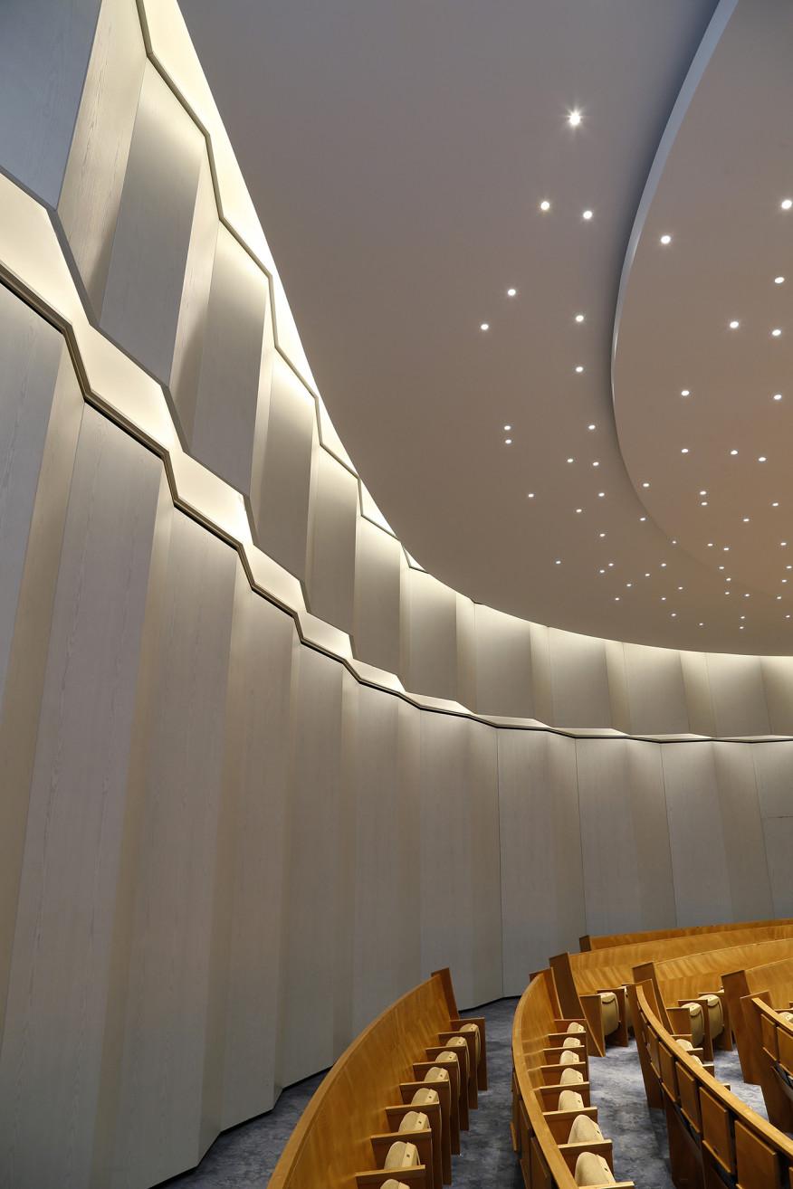 نورپردازی دیوارهای داخلی کنیسه میدان لینکولن-طراحی نورپردازی منتخب کنیسه میدان لینکلن