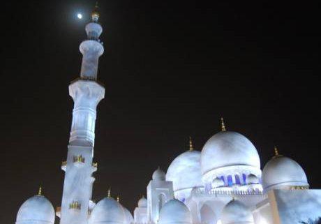 نورپردازی منتخب مسجد شیخ زاید ابوظبی-نورپردازی سفید در زمان نور کامل ماه