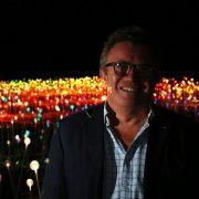 بروس مانرو، هنرمند طراح و مجری نورپرذازی های مدرن، مخصوصا در محیط های وسیع