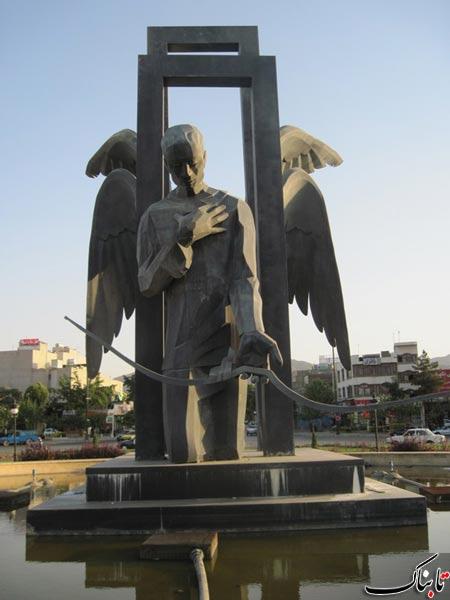 مجسمه دروازه بهشت میدان پانزده خرداد مشهد شکارچی ضامن آهو